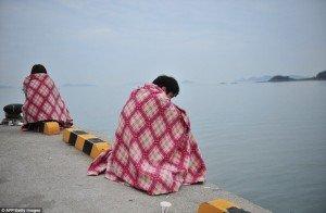 kisah-dan-foto-tenggelamnya-kapal-ferry-sewol-di-korea-selatan-33